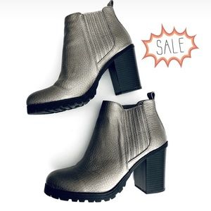 Sam & Libby Silver Gray Ankle Booties
